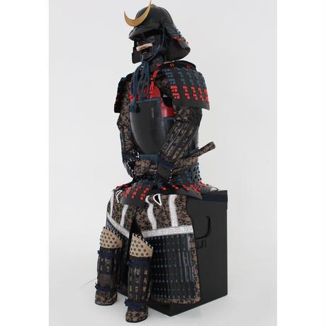 【O-055】紺赤糸威胸取黒桶側二枚胴具足・十二間兜(手時代塗)