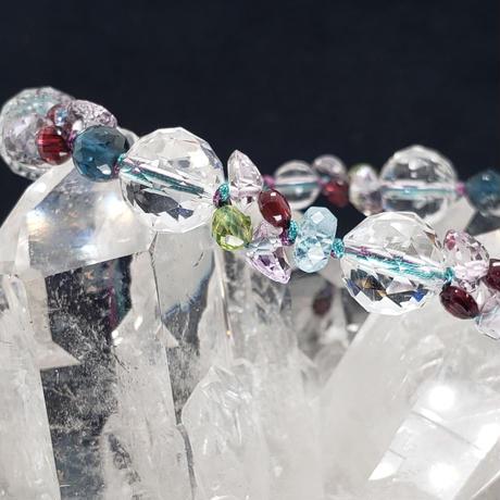 水晶とロンドンブルートパーズのキラキラ組紐ブレスレット
