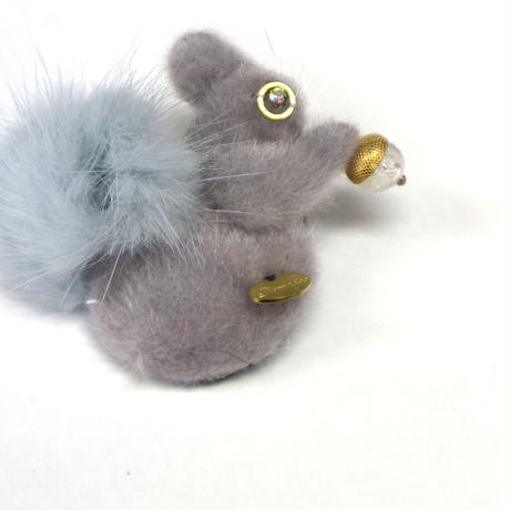 Squirrel mini brooch