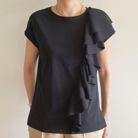 フリルTシャツ