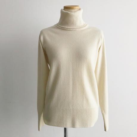 カシミアタートルネックセーター