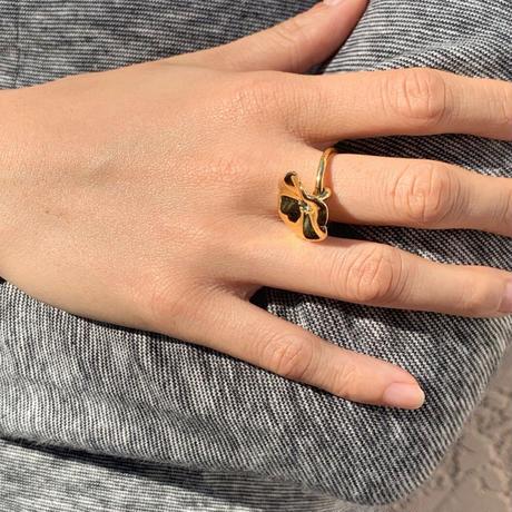 Petunia Ring (london blue topaz)
