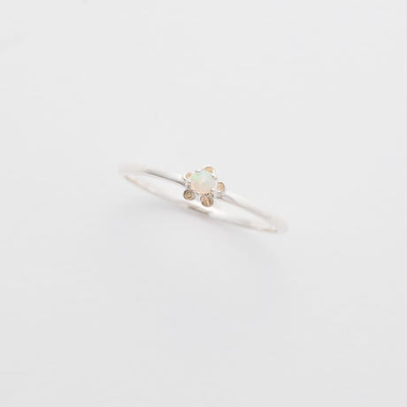 bud ring / silver / opal