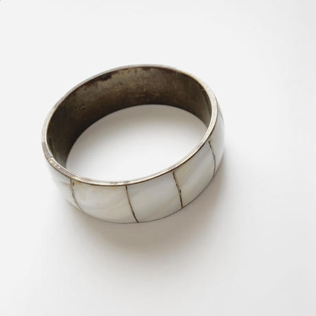 white shell bangle
