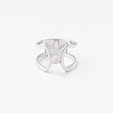 celosia ring / silver / moonstone
