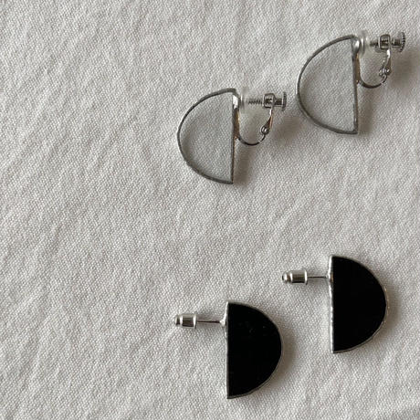 【doro】SEMI CIRCLE EARRINGS & PIERCE | BLACK・ CLEAR ● HAKU-GLASS