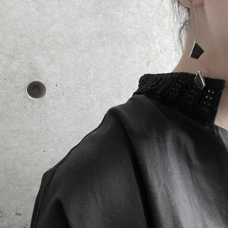 立体的に揺れる粒ガラスのピアスイヤリングペア//W HANGING PIERCE & EARRING  ブラック
