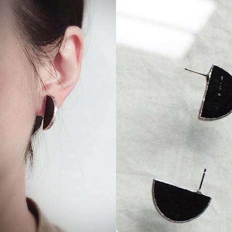 ハクガラス セミサークルイヤリングピアス //HAKU GLASS - SEMI CIRCLE EARRINGS & PIERCE | BLACK・ CLEAR