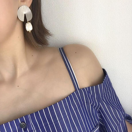 asymmetry pierce earring