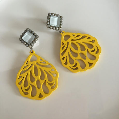 Yellow  wood  pierce  earring