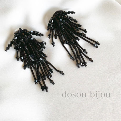 bees tassel pierce earring
