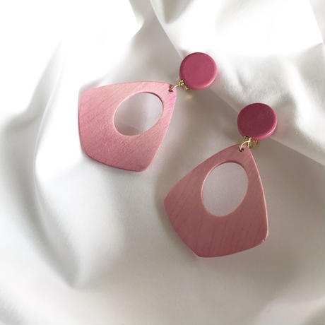 pink wood pierce earring