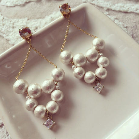 Cotton pearl chandelier pierced earring