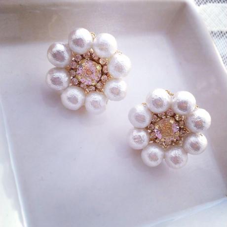Cotton pearl flower pierced earring
