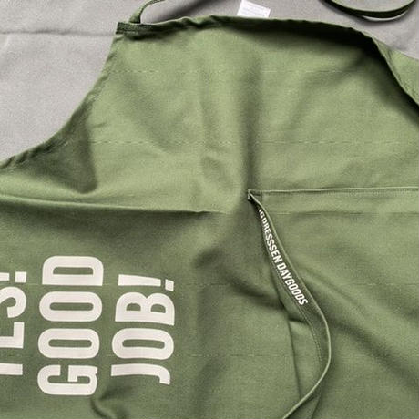 "[限定発売]DRESSSEN DR(GRN)20 ""YES! GOOD JOB!""APRON (生成りロゴ"