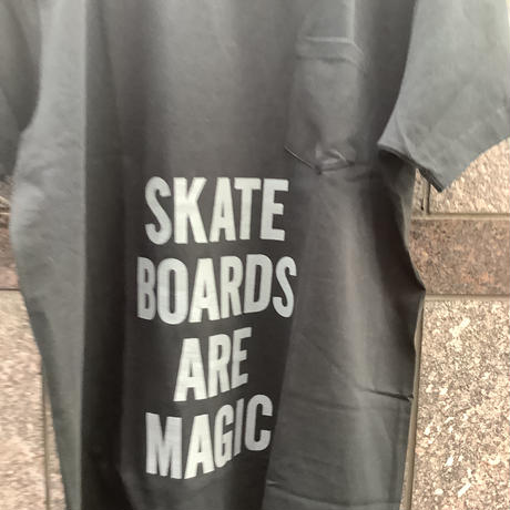 "🔴新発売 DRESSSEN  DSST77 DRES""SPECIAL""SSEN    ""SKATEBOADS ARE MAGIC""  T-SHIRTS (GREYロゴ)BLACK COLOR"