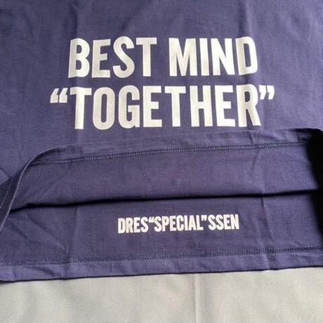 "⭐️限定販売 DRESSSEN  DSST99  DRES""SPECIAL""SSEN    ""BEST MIND TOGETHER"" T-SHIRTS (生成りロゴ) ネイビーカラー"