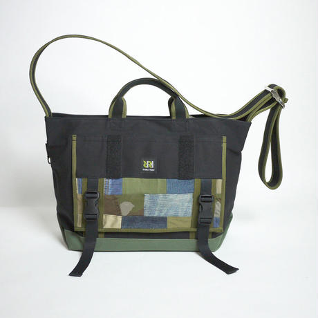 Messenger Tote / Black×Ever Green