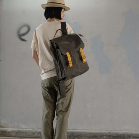 【荷物が多くても少なくても格好がつく!】DeeDeeリュックサック-カーキ/ラッキーマスタード-