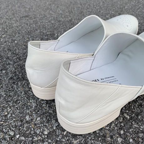 TR-010 MEDALLION SLIP-ON (WHITE) / TRAVELSHOES by chausser