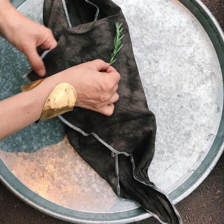 金井工芸 泥染めのハンカチ