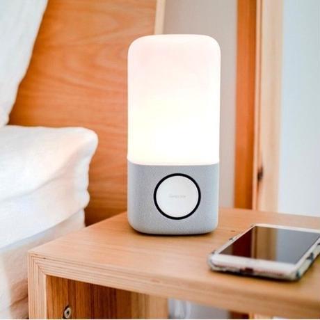 睡眠と連動して光と音を調節するライト「Smart Sleep Light/スマートスリープライト」