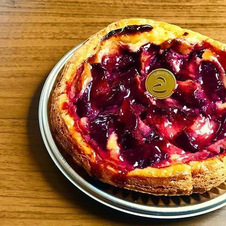 フランス産甘酸っぱい赤桃のパイ 16㎝ホール