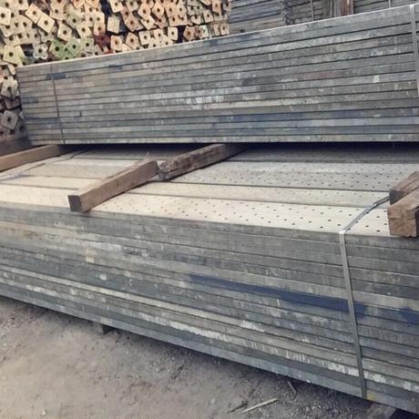 《中古》鋼製足場板4m  30枚結束/枚1,450円税抜(在庫:390枚)