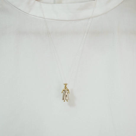 【受注制作】オーバーオールを着るきりんのネックレス