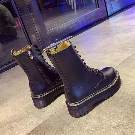 Thick sole leather boots