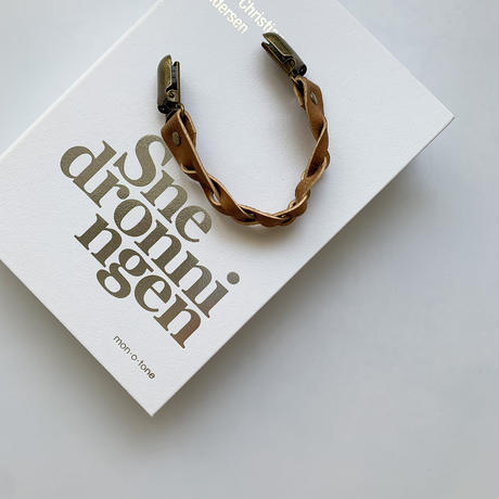 Twisted leather multi clip