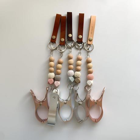 Leather shoes clip / antique