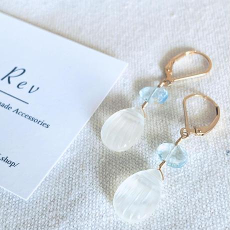 貝がらカービングの白蝶貝クリスタル×スイスブルートパーズのフレンチフックピアス(イヤリング)K14GF