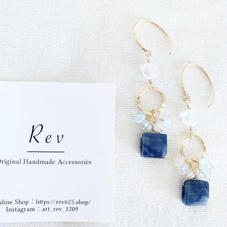 四角いブルーサファイア×小粒天然石×レインボームーンストーンのピアス(イヤリング) K14GF