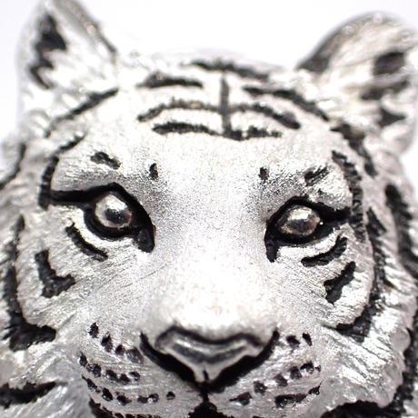 トラ正面顔ブローチ(white)