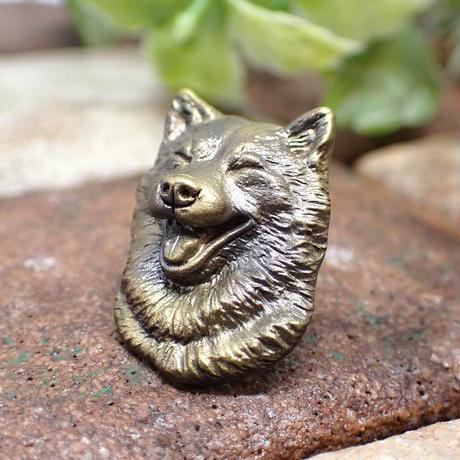 笑顔の柴犬ブローチ(yellow matte)