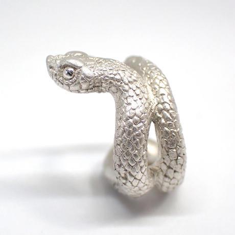 巻き付くシシバナヘビイヤーカフ(white)