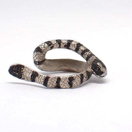 巻き付くウミヘビイヤーカフ(white&black)