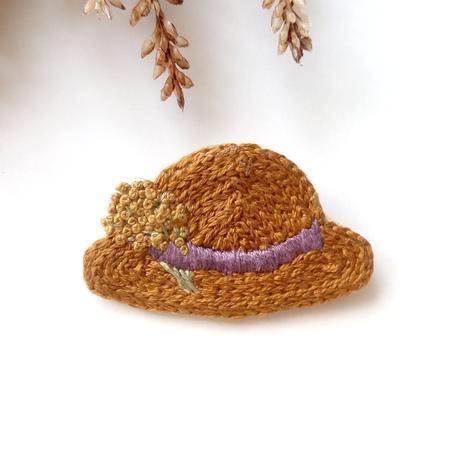 麦わら帽子の刺繍ブローチ