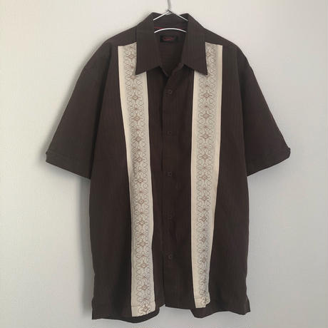 embroidered line shirt