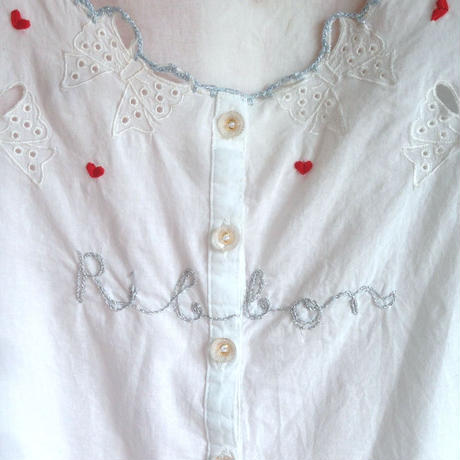 Ribbon刺繍ブラウス