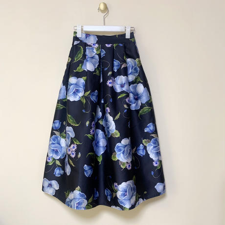 MADE' flower tuck skirt / navy