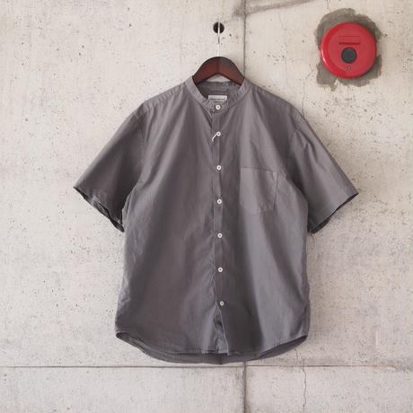 Manual Alphabet〈マニュアルアルファベット〉 LOOSE FIT BAND COLLAR S/S SHIRT GRAY