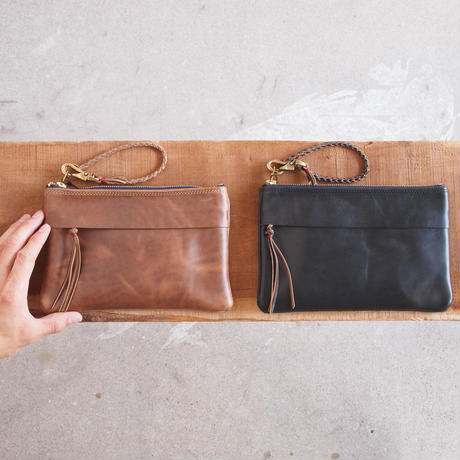 ART BROWN〈アートブラウン〉 CHROMEXCEL CLUTCH BAG NUME/BLACK