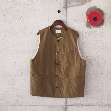 Manual Alphabet〈マニュアルアルファベット〉 MOLESKINE CREW NECK VEST BROWN