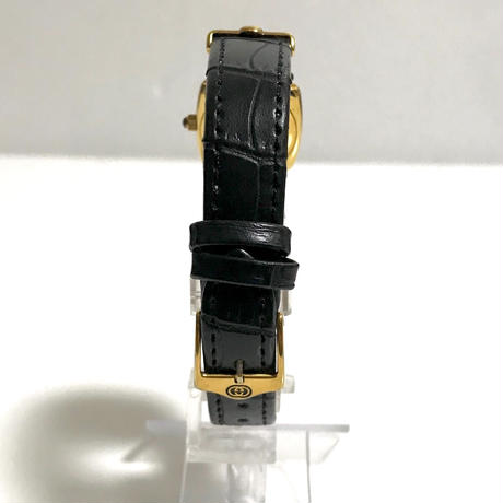 GUCCI square design watch