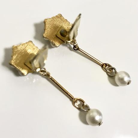 pearl design swing earrings