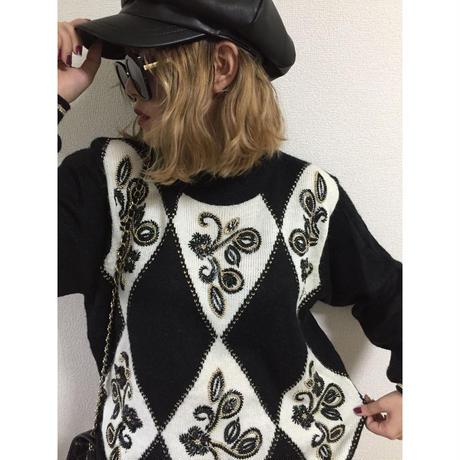monotone embroidery design knit