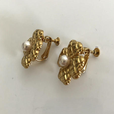 flower design pearl earring