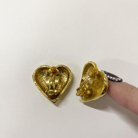 gold heart design earring